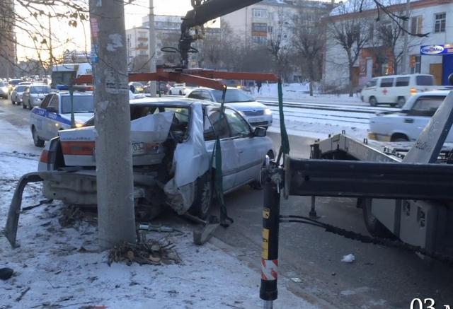 Пьяная улан-удэнка угнала автомобиль иврезалась нанем вэлектроопору