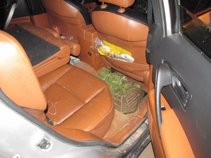 «Наркобарон» выкидывал изокна автомобиля мешки смарихуаной вУлан-Удэ— Щедрость