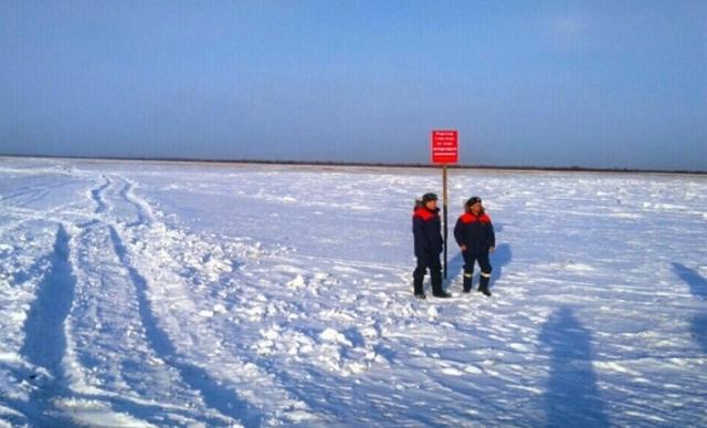 НаБайкале машина провалилась под лед, три человека погибли